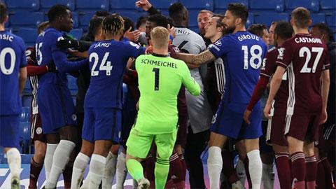 Chelsea và Leicester nhận án phạt sau màn 'hỗn chiến'