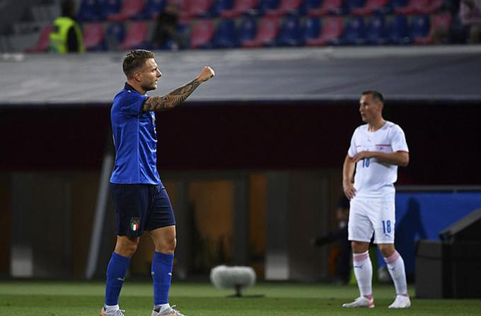 Immobile mở tỷ số ở giữa hiệp 1, mở ra bữa tiệc bàn thắng cho Italia