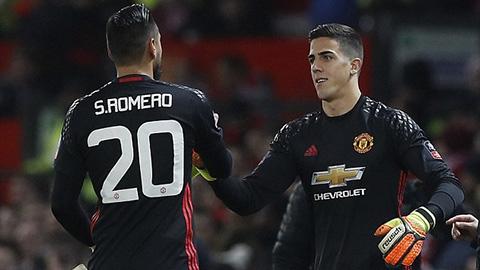 Romero và Pereira đều phải bán xới khỏi Man United