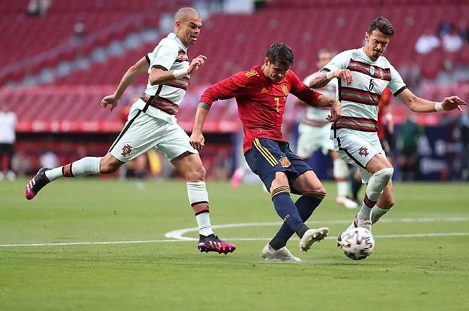Morata được trao rất nhiều cơ hội ở trận Tây Ban Nha vs Bồ Đào Nha nhưng không một lần thành công