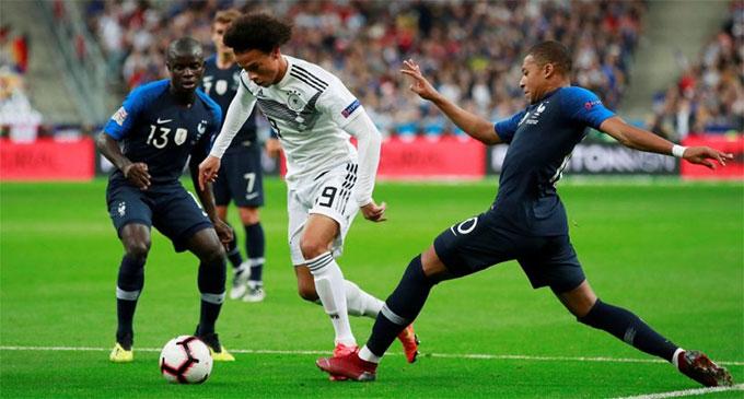 ĐT Đức (áo trắng) không thắng được Pháp trong 5 trận đối đầu gần đây