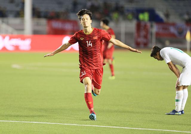 Hoàng Đức ăn mừng bàn thắng hạ gục Indonesia tại vòng bảng SEA Games 2019 - Ảnh: Đức Cường