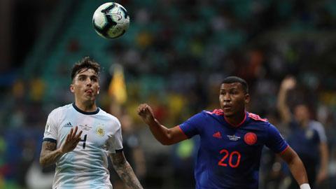 Cả Colombia (phải) lẫn Argentina đều rất sợ thua trong trận đại chiến diễn ra vào sáng mai