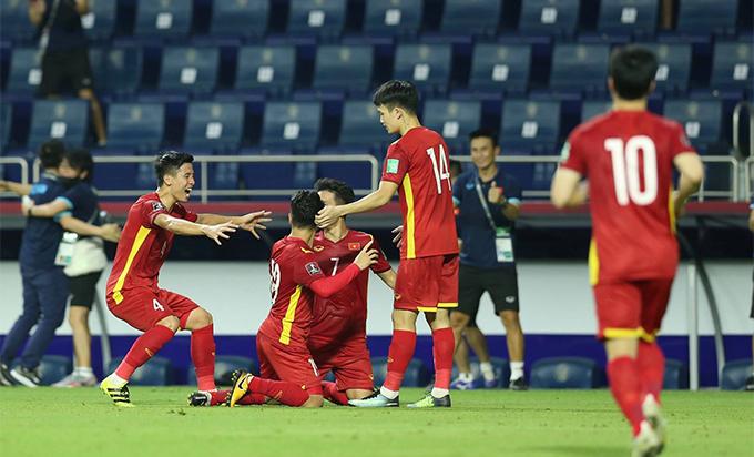 ĐT Việt Nam ăn mừng chiến thắng. Ảnh: Minh Anh