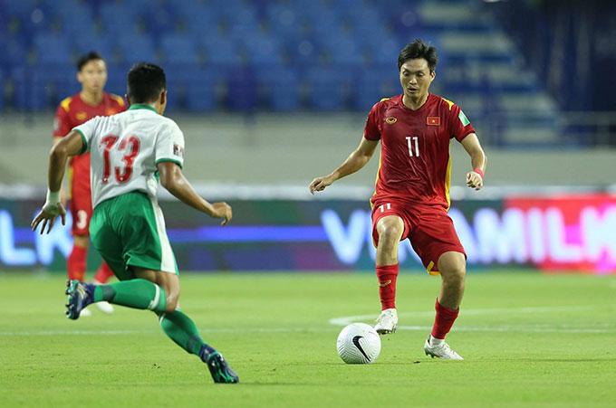 Tuấn Anh cùng các cầu thủ ĐT Việt Nam liên tục bị các cầu thủ Indonesia chơi thô bạo - Ảnh: Minh Anh