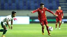 Những pha xử lý chân trái của Quang Hải khiến các cầu thủ Indonesia vất vả