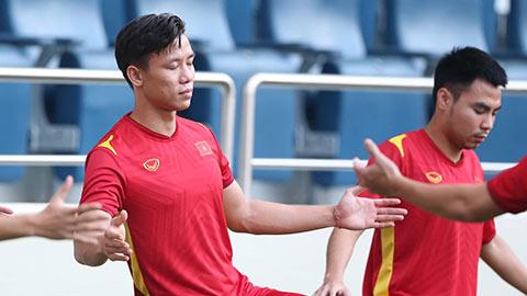 ĐT Việt Nam tập... thiền trước trận gặp ĐT Malaysia