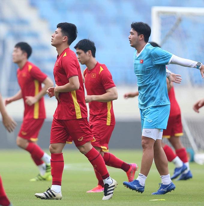 Trung vệ Trần Đình Trọng cũng đã hết án treo giò. Anh háo hức được ra sân thi đấu vào tối mai. Lúc này, Việt Nam đang đứng đầu bảng G với 14 điểm, hơn Malaysia 5 điểm