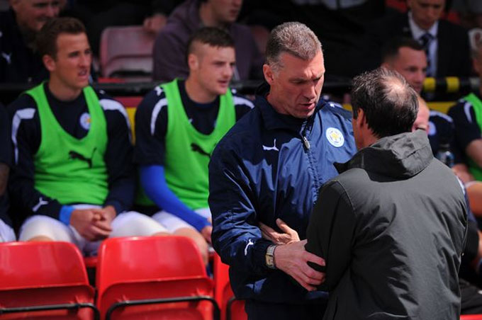 Kane và Vardy ngồi dự bị ở Leicester