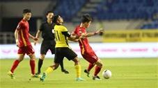 Hoàng Đức solo từ giữa sân qua 4 cầu thủ Malaysia