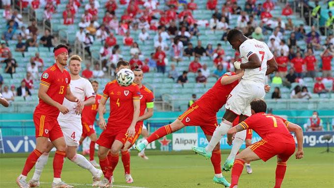 Embolo đánh đầu tung lưới Xứ Wales