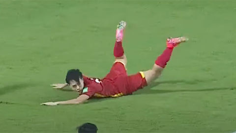 CĐV Malaysia: 'ĐT Việt Nam ăn mừng một bàn thắng từ ăn vạ sao?'