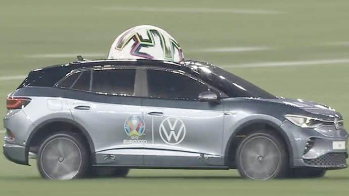 Trái bóng Uniforia 'chào sân' EURO 2020 theo cách đầy sáng tạo