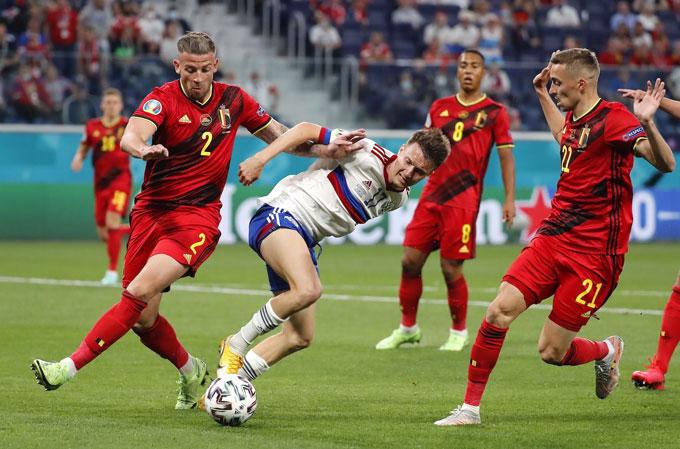 Nga mắc nhiều sai lầm trước Bỉ