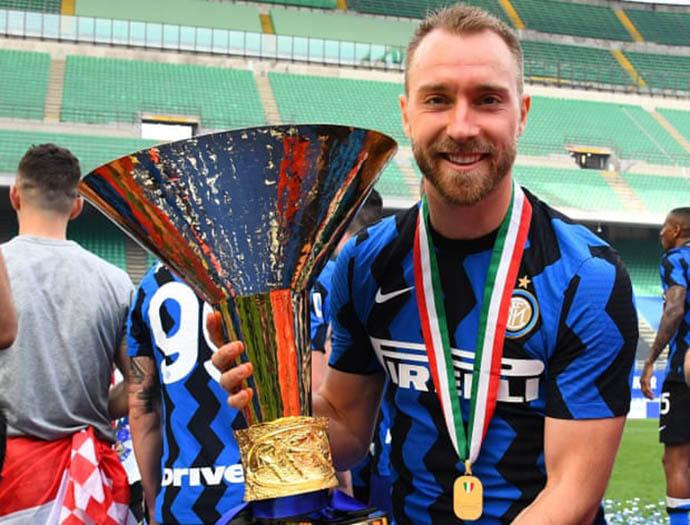 Eriksen với chức vô địch Serie A 2020/21 trong màu áo Inter