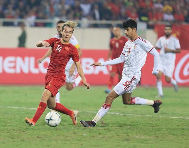 ĐT UAE (áo sáng) dành sự tôn trọng lớn trước cuộc đối đầu với ĐT Việt Nam - Ảnh: ĐỨC CƯỜNG