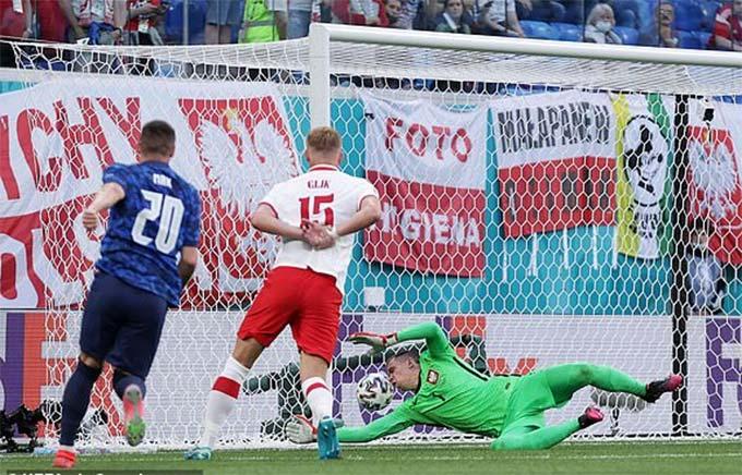 Bàn thắng mở tỷ số trong trận Ba Lan vs Slovakia