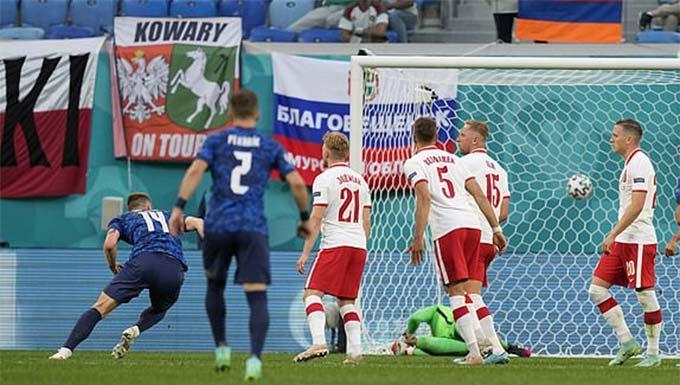 Bàn thắng ấn định chiến thắng của Slovakia