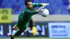 Pha cứu thua khó tin của thủ môn Tấn Trường trước UAE