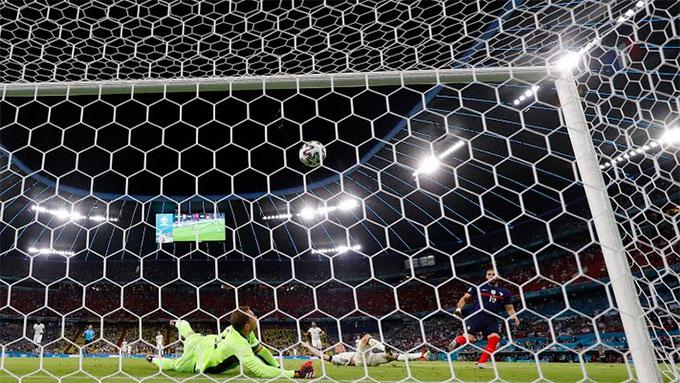 Bàn thắng của Benzema không được công nhận vì lỗi việt vị