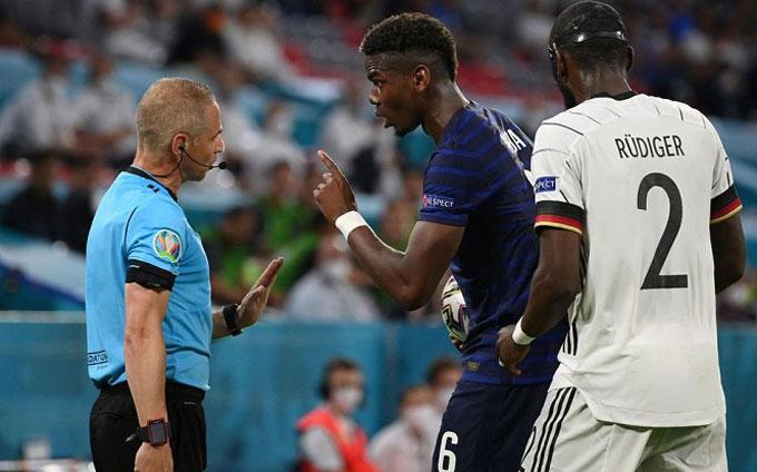 Pogba khiếu nại với trọng tài nhưng không thành