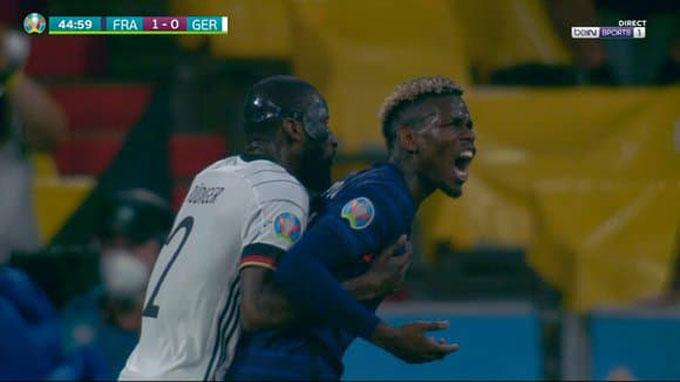 Cầu thủ người Pháp tỏ ra khá đau đớn