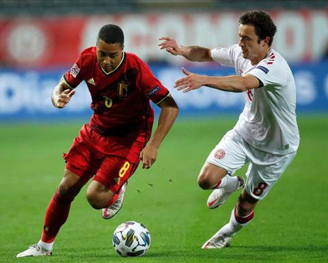 Cầu thủ Đan Mạch (phải) khó lòng ngăn Bỉ có chiến thắng