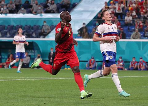 Lukaku (trái) ăn mừng bàn thắng vào lưới ĐT Nga