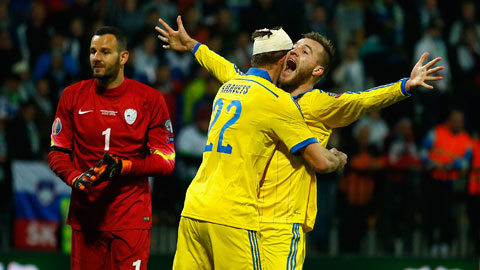 Lực lượng vượt trội sẽ giúp Ukraine (áo vàng) giành chiến thắng đầu tay tại EURO 2020