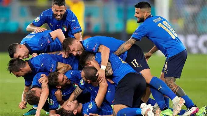 Locatelli tỏa sáng giúp Italia sớm vượt qua vòng bảng EURO 2020