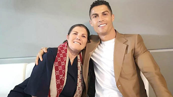 Mẹ Ronaldo tin con trai đá đỉnh cao được 3 năm nữa