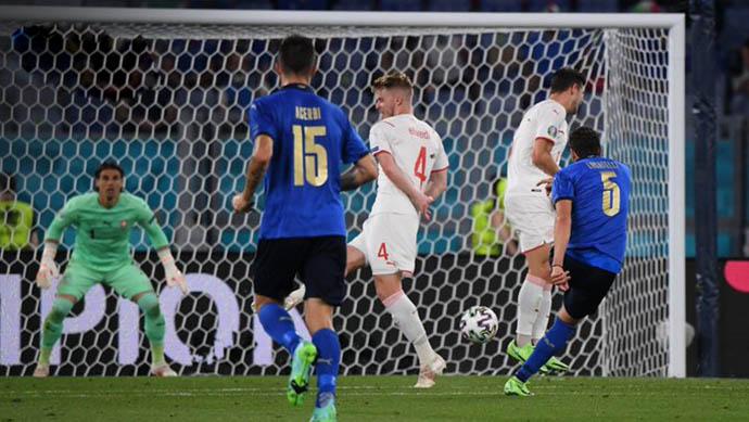 Locatelli có cú đúp vào lưới Thụy Sỹ giúp Italia thắng trận