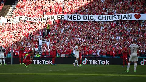 Khoảnh khắc EURO: Đan Mạch và Bỉ dừng trận đấu để động viên Eriksen, Lukaku bật khóc
