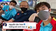 Văn Toàn dạy thầy Park nói cảm ơn khiến CĐV 'đổ rạp'