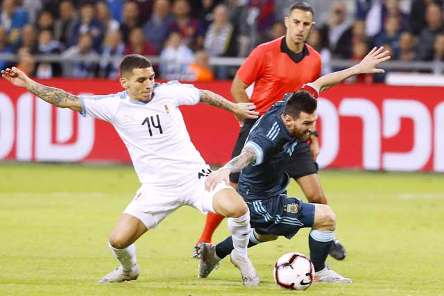 Hàng công kém cỏi nhiều khả năng lại khiến Messi và đồng đội mất điểm trước Uruguay
