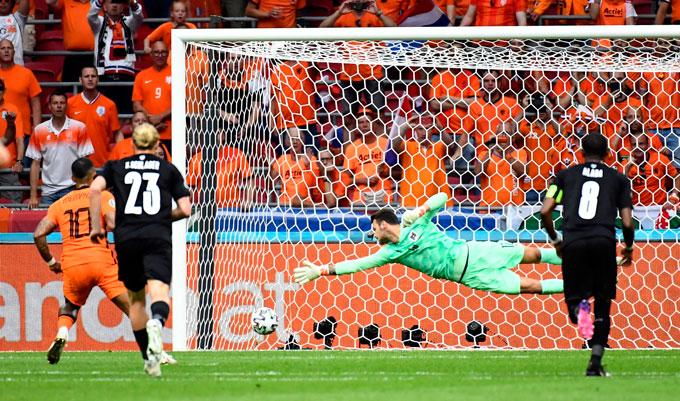 Depay mở tỷ số trận Hà Lan vs Áo trên chấm phạt đền