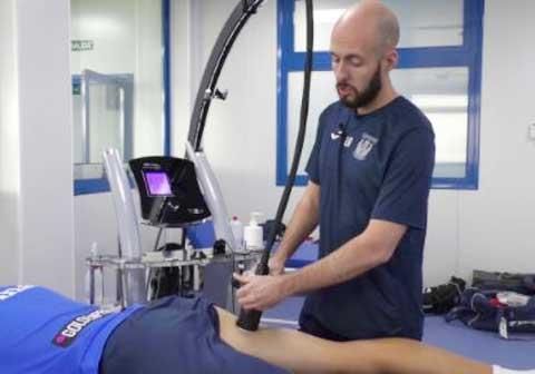 Các tuyển thủ Tây Ban Nha đang hồi phục sức khỏe bằng máy móc hiện đại