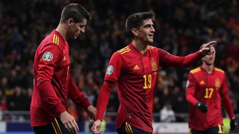 Moreno (phải) và Morata  trong một trận đấu  của ĐT Tây Ban Nha