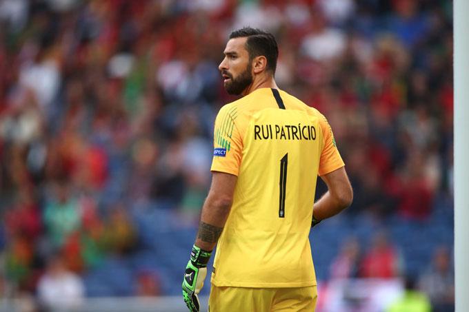 Roma đang cân nhắc kỹ vụ Patricio
