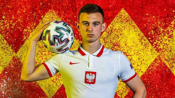 Kozlowski trở thành cầu thủ trẻ nhất thi đấu tại EURO