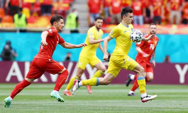 Ukraine (áo sáng) được đánh giá nhỉnh hơn Áo trận này