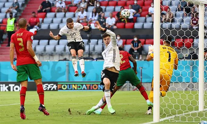 Gosens đánh đầu tung lưới ĐT Bồ Đào Nha