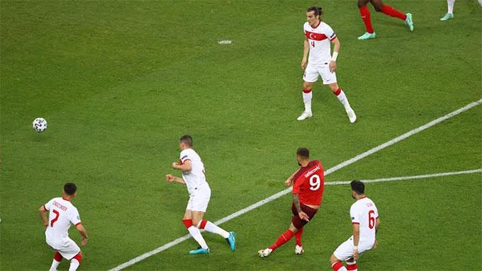 Seferovic ghi bàn mở tỷ số