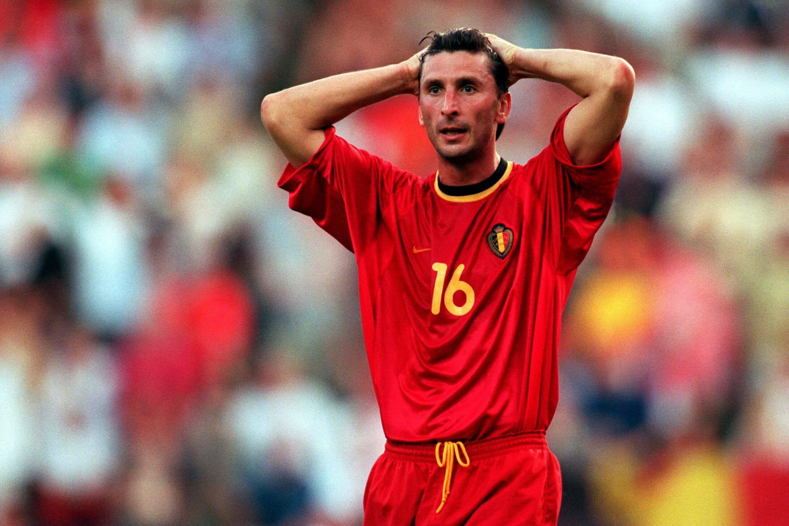 Luc Nilis là chứng nhân của ĐT Bỉ tại thảm họa EURO 2000 khi Quỷ Đỏ bị loại từ vòng bảng dù là nước chủ nhà