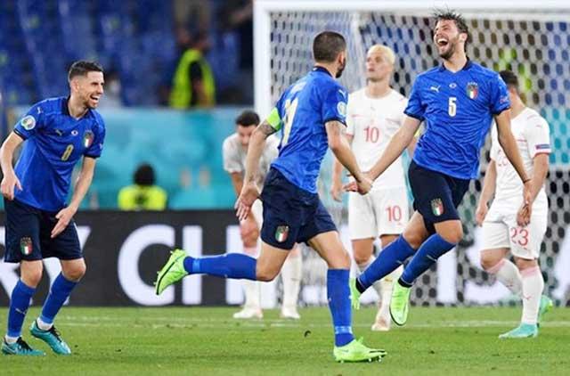 Hình ảnh quen thuộc của các cầu thủ Italia tại vòng bảng