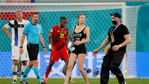 Điểm nhấn Bỉ 2-0 Phần Lan: Fan nữ gợi cảm làm lu mờ cả De Bruyne và Lukaku