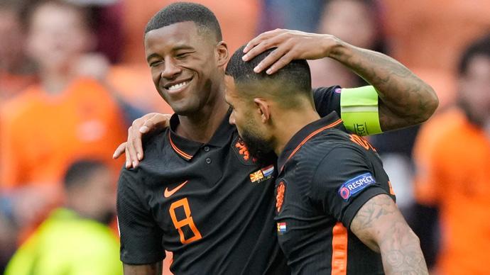 Hà Lan xô đổ kỷ lục tồn tại 86 năm trong ngày Wijnaldum qua mặt Van Basten