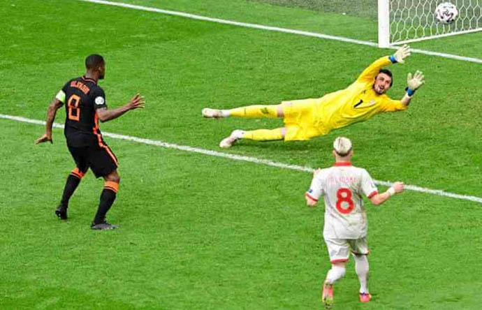 Wijnaldum đang chơi cực hay ở EURO 2020