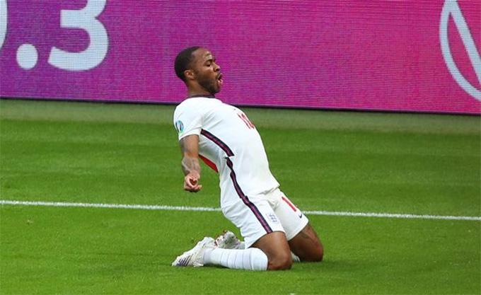 Sterling ghi cả 2 bàn cho ĐT Anh ở EURO 2020