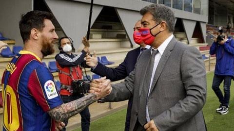 Sự xuất hiện của chủ tịch Laporta là lý do khiến Messi đồng ý gia hạn với Barca